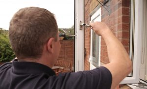 locksmith repairing window
